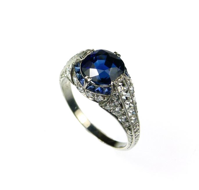 Antique sapphire and diamond ring | MasterArt